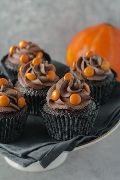 "Search for ""muffins"" Halloween Cupcakes, Halloween Desserts, Halloween Treats, Dark Chocolate Frosting, Halloween Chocolate, Oreo Cupcakes, Nutella, Slik, Delicious Chocolate"