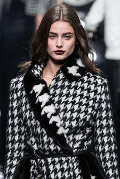 Taylor Marie Hill - Detail at Ermanno Scervino Fall/Witer 2015, MFW.