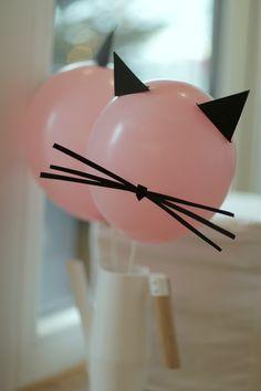 Miau, Meow und Meao! Wie kleine Miezen feiern? Na, wild und schnurrend natürlich. Von der Einladung bis zur Deko: sieben Ideen für eine tolle Katzenparty.