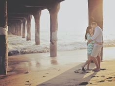 Sweet beach engagement photos | Shadowing Lights