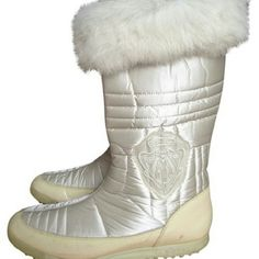 Gucci Apres Ski Winter Snow Boots, 8.5 Gently used great condition Gucci Apres Ski boots. Size 38.5.  Fur part nice and white, middle part of the boot in excellent condition. Slight wear shows only all the way on the bottom leather part. Have been worn may be a handful of times. Slight scuff/wear marks on the bottom of the shoe, rubber bottom. Slight color change due to time on the patent leather bottom part of the boot. Please, see photos. Gucci Shoes Winter & Rain Boots