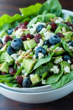 This tasty Blueberry Broccoli Spinach Salad with Poppyseed Ranch is the perfect blend of savory sweetness! Vegetarian and Gluten-Free. Pasta Salad Recipes, Healthy Salad Recipes, Raw Food Recipes, Cooking Recipes, Cooking Ideas, Easy Recipes, Vegetable Soup Healthy, Vegetable Salad, Ensalada Thai