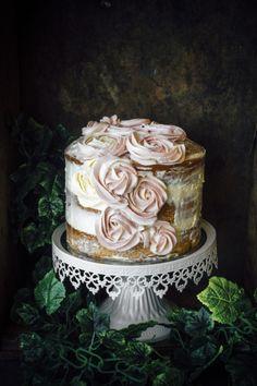 foodiebliss:  Vanilla And Earl Grey CakeSource: Sugar Et Al   Where food lovers unite.