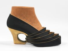 Shoe prototype, 1939, by Steven Arpad. Met Museum collection database.