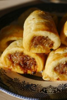 Gluten-free sausage rolls - used GF dough. So, I sorta messed these up, did them wrong, BUT, they were wonderful. Gluten Free Pastry, Gluten Free Dinner, Gluten Free Cooking, Dairy Free Recipes, Gluten Free Xmas Baking, Foods With Gluten, Sans Gluten, Gluten Free Sausage Rolls, Fruit
