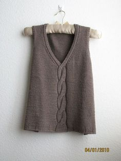 Ravelry: Mondo Cable Shell / Vest pattern by Bonne Marie Burns maybe make it longer and add sleeves? Love my tunics! Knit Vest Pattern, Sweater Knitting Patterns, Knitting Designs, Knit Patterns, Hand Knitting, Cable Knitting, Knitting Pullover, Summer Knitting, How To Purl Knit