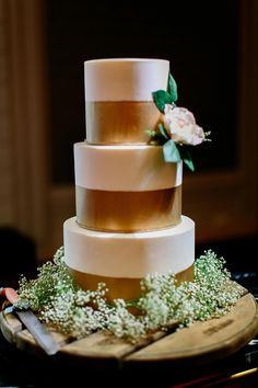 White and gold tiered wedding cake with flowers and baby's breath // with Top 10 Wedding Cake Creators in Malaysia - Part 2