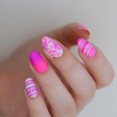 Check out our amazing collection of glitter ombre nails to get inspired. We will also show you all the latest trends in the world of manicure. Red Nail Designs, French Nail Designs, Trendy Nail Art, Nail Art Diy, Art Nails, Acrylic Nails, Nail Art Instagram, Tribal Nails, Oval Nails