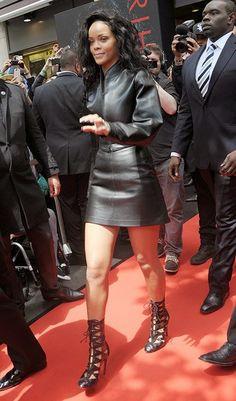 Rihanna Hard Rock Cafe in Paris wearing Azzedine Alaia Rihanna Street Style, Mode Rihanna, Rihanna Riri, Saint Michael, Looks Rihanna, Rihanna Outfits, Rihanna Fashion, Elle Fashion, Azzedine Alaia