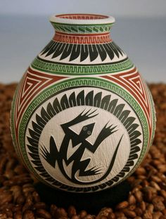 Small Sgraffito Pot Lizard Design - Ortiz Pottery - Martin Olivas Quintana