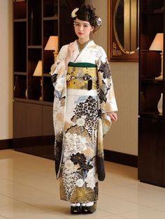 振袖百花 A-2922|平祐奈、山本彩の振袖新登場!成人式の振袖のご購入、レンタルは京都きもの工房グループ Kimono Japan, Japanese Kimono, Kimono Design, Japan Woman, Yukata, Japan Fashion, Kimono Fashion, Geisha, Traditional Outfits