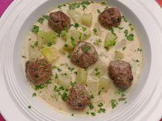 Kohlrabieintopf mit Kartoffeln und Rinderhackklößchen, ein gutes Rezept aus der Kategorie Eintopf. Bewertungen: 75. Durchschnitt: Ø 4,2.