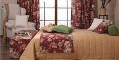 Függönnyel harmonizáló láda az ágytakarónak