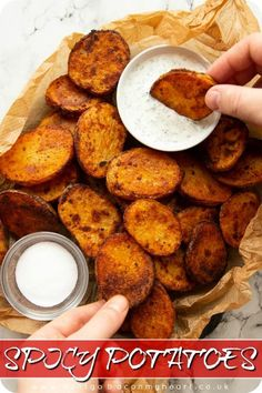 These Spicy Potatoes are ultra crispy, nice & spicy and BURSTING with flavour. Perfect finger food or even as an easy side dish! Dinner Side Dishes, Healthy Side Dishes, Side Dishes Easy, Side Dish Recipes, Breakfast Dishes, Breakfast Ideas, Finger Food Appetizers, Finger Foods, Appetizer Recipes