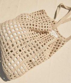 Marvelous Crochet A Shell Stitch Purse Bag Ideas. Wonderful Crochet A Shell Stitch Purse Bag Ideas. Crochet Diy, Crochet Tote, Crochet Handbags, Crochet Chart, Filet Crochet, Tutorial Crochet, Sac Granny Square, Diy Laine, Crochet Stitches