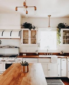 White kitchen is never a wrong idea. Elegant White Kitchen Design Ideas for Modern Home House Design, Dream Kitchen, House, Interior, Home, Kitchen Remodel, Kitchen Decor, House Interior, Home Kitchens