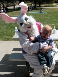 23 Scary Easter Bunny Photos That'll Give You Nightmares Creepy Clown, Scary, Evil Bunny, Vintage Magazine, Awkward Family Photos, Creeped Out, Happy Easter Everyone, Easter Traditions, Illustrations