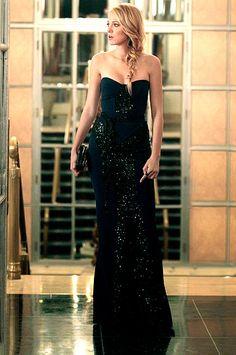In Season 6 Serena van der Woodsen (Blake Lively) went to the dark side donning a Monique Lhuillier dress.