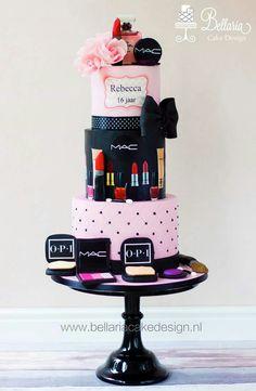 Sweet 16 & Cake Make-Up di Ballerina Cake Design - Bolo Chanel, Chanel Cake, Beautiful Birthday Cakes, Beautiful Cakes, Amazing Cakes, Makeup Birthday Cakes, Cool Birthday Cakes, Geek Birthday, Cakes To Make