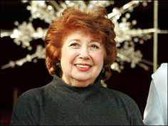 Beverly Sills - died of lung cancer, 2007 Beverly Sills, Lung Cancer Awareness, Smoking Kills, Opera Singers, Classical Music, Lunges, Norman, Diva, Singing