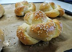 Secretele bucatariei noastre: CHIFLE JAPONEZE Bagel, Bread Recipes, Hamburger, Home, Recipes, Hamburgers
