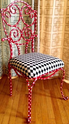 Custom painted circus themed chair!!! ♪ ♪ ... #inspiration #diy GB http://www.pinterest.com/gigibrazil/boards/