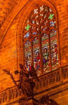 Estatua del ángel del vitral de la catedral de Sevilla