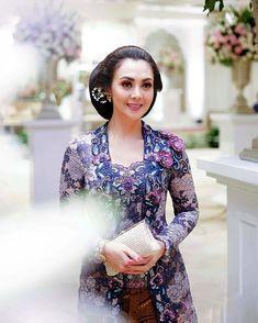Avantie Ready To Wear ( Kebaya Lace, Kebaya Brokat, Batik Kebaya, Kebaya Dress, Kebaya Modern Hijab, Model Kebaya Modern, Kebaya Muslim, The Dress, Traditional Outfits
