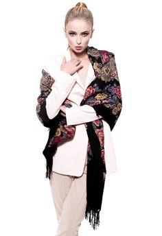 VASSILISA – Luxus-Schal – schwarz » Schal à la Russe VASSILISA hat ein märchenhaftes Blumenmotiv und i ...