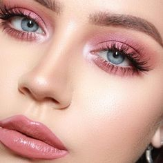 Karla Abelenda: 15 Ideias de maquiagem rosa para você se inspirar 15 rosa Make-up-Ideen, um sich inspirieren zu lassen Pink Eye Makeup, Dramatic Eye Makeup, Cute Makeup, Pretty Makeup, Eyeshadow Makeup, Awesome Makeup, Nyx Lipstick, Makeup Trends, Makeup Inspo
