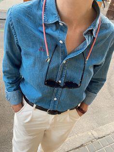 Teide es un cuelga gafas redondo hecho con cuerda de escalada. Es resistente y flexible a la vez, nuestras gomas ajustables hacen que puedas llevarlo con cualquier gafa de sol o de ver. #cordongafas #hook #hookeshop #rojo #accesorios #accesoriosdemoda #gafasdesol #verano #hechoamano #optica #accesorios Denim Button Up, Button Up Shirts, Glasses, Fashion, Rope Climbing, Gold Chains, Sideburns, Star Shape, Lanyards