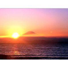 【sk14_xoxo】さんのInstagramをピンしています。 《Hello 2017🎉 Happy new year!!!! ご挨拶遅れました! 明けましておめでとうございます🌅 本年もどうぞよろしくお願い申し上げます。 #sky#sea#sunset#mtfuji#pink#orange#thx#love#like#beautiful#nature#awesome #空#海#夕日#富士山#ピンク#オレンジ#好き#美#綺麗#自然》