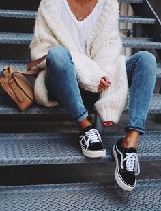 how to wear - perfect fall outfit ideas - everyday casual city outfits - classic vans outfit - cute white tee look - denim capri pants - chunky oversized cardigan - comfy and cozy layers - fall fashion Cute Fall Outfits, Fall Winter Outfits, Autumn Winter Fashion, Fall Outfits For School, Winter Clothes, Casual Women's Outfits, Mens Winter, Emo Outfits, Winter Coats