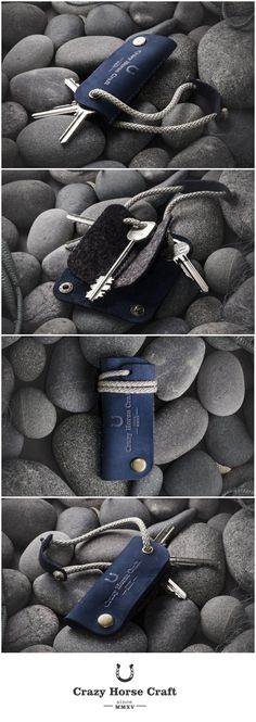 Crazy horse leather key holder | Ocean Blue. Mobile, cash and keys - you always have them when you leave the house. So why not cover the keys in something that makes you feel good? Wool felt inside keeps keys organized, keys always stay separate to avoid that jingle and scratch.     - 3 compartments can hold up to 6 keys.  - keys always stay separate to avoid that jingle and scratch.  - rubbed leather will change color and will give it an antique look.  - 100% wool felt inside.