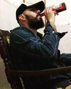 Time on weekend kind of fly...lets enjoy the last few hours...    Love beers!    #beardgrowth #beardedlife #beardedlifestyle #brazilianbeard #barba #fanfaboficial #façaamornãofaçaabarba #fanfab #beard #beardthefuckup #barbado #barbudos #barbudo #bearded #beardgang #beardsaresexy #beardstruggle #beardlovers #barbudete #barbudosbr #barbudosdobrasil #barbudetes #mustacheswag #beer #budweiser #kingofbeers #cerva #cerveza #cerveja by jajl_lima