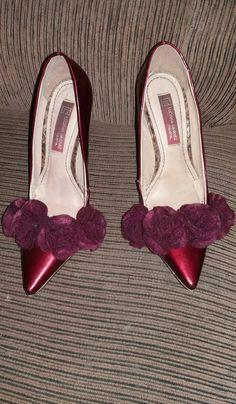 Sapato com flores de Feltro no tom marsala