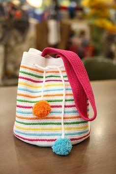 좋은아침입니다~ 오늘 벌써 금요일입니다~ 요즘은 불금이 없어졌어요..ㅠㅠ 바쁜 남편이 금요일도 야근을 ... Crocheted Bags, Couture, Bucket Bag, Folk, Tapestry, Purses, Pattern, Women, Fashion