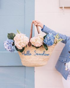 hello sunshine | flower love | blue and white | summer vibes | smell of flowers | Fitz & Huxley | www.fitzandhuxley.com