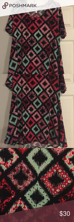 EUC!! Size L LuLaRoe Perfect T AAAAAmazing print!!!! EUC!! Only worn one time and washed according to LuLaRoe directions. No signs of wear! LuLaRoe Tops Tees - Short Sleeve