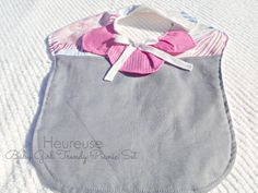 Baby birl bib created by Heureuse Gifts and Accessories, https://www.etsy.com/people/labelleheureuse?ref=si_pr