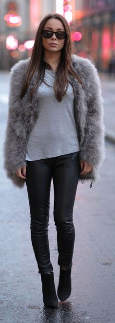 FLUFFY FEATERS ostrich fur coat - Johanna Olsson