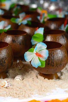 Veja mais de 60 fotos e dicas de festa tropical, são muitas ideias para você fazer a sua decoração de festa havaiana hoje mesmo!
