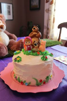 MoodzDesign - Masha and The Bear Birthday Party - Simple Cake Picnic Birthday, 3rd Birthday Cakes, Bear Birthday, Masha Et Mishka, Masha Cake, Marsha And The Bear, Kids Party Themes, Party Ideas, Bear Party
