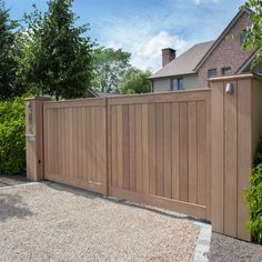Houten tuinpoorten | Pouleyn Front Gates, Outdoor Storage, Fences, Windows And Doors, Storage Boxes, Home And Garden, Landscaping, Garage Doors, Picket Fences