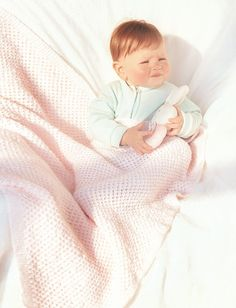 Keep your baby cozy with these knitted baby afghan patterns. These baby blanket patterns are so easy to make and so incredibly comfy. Pick from these free knitting patterns for baby blankets and make your little one smile! Baby Afghan Patterns, Baby Knitting Patterns, Free Knitting, Knitting Ideas, Knitting Projects, Crochet Patterns, Crochet Projects, Beginner Knitting, Knitted Afghans