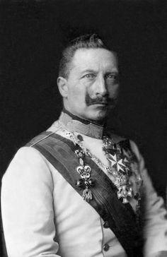 Erster Weltkrieg: Kaiser Wilhelm II. im letzten Friedensjahr 1913 in einer österreichischen Uniform.
