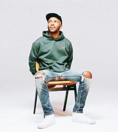 Frank Ocean in our Forrest Green Champion rose hoodies- Felt, For Every Living Thing. Pretty important, blond was sick. Frank Ocean, John Legend, Mode Hip Hop, Mode Simple, Bae, My Guy, Justin Bieber, Dapper, Black Men