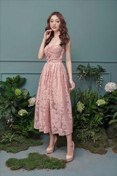 Đầm ren maxi 2 dây cao cấp màu hồng