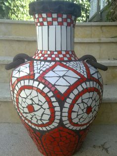 pot red and white