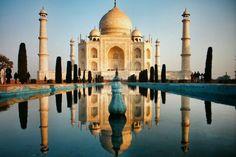 Majestuoso edificio mandado a construido por el emperador musulmán Shah Jahan en honor de su esposa favorita Arjumand Bano Begum (Mumtaz Mahal)